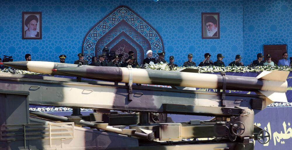 İran malı Zelzal orta menzilli füzesi