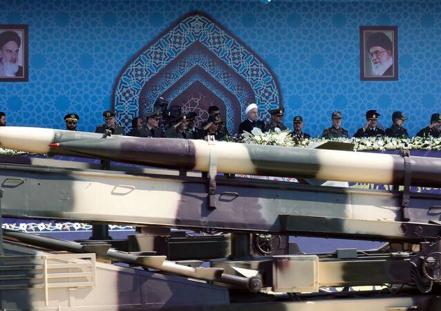 İran malı Zelzal orta menzilli füzesi.