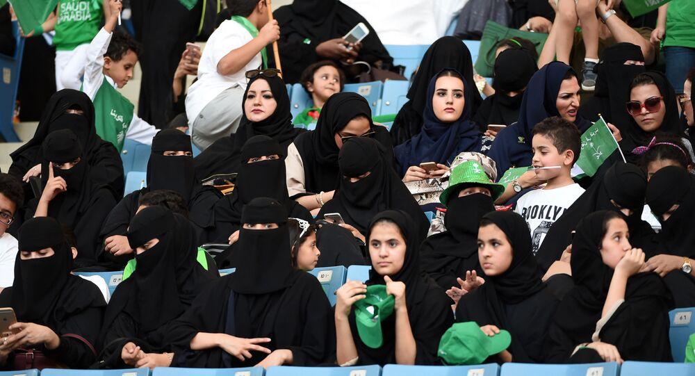 Suudi Arabistan'da kadınlar stadyuma alındı