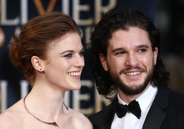 Game of Thrones oyuncuları Kit Harington ve Rose Leslie