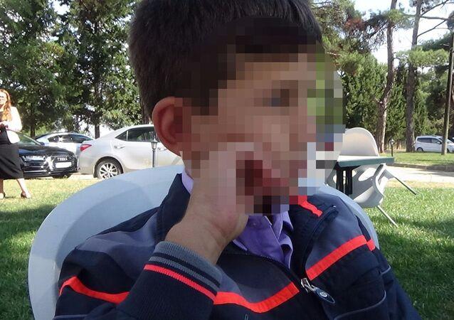 Okul önünde 'hırsız' ilan edilen öğrenci