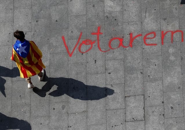 Barcelona'da referandum gösterisinde yere 'Oy vereceğiz' yazıldı