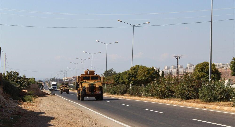 Suriye sınırındaki birliklere takviye amaçlı gönderilen askeri araç ve ekipmanlar Hatay'a ulaştı.