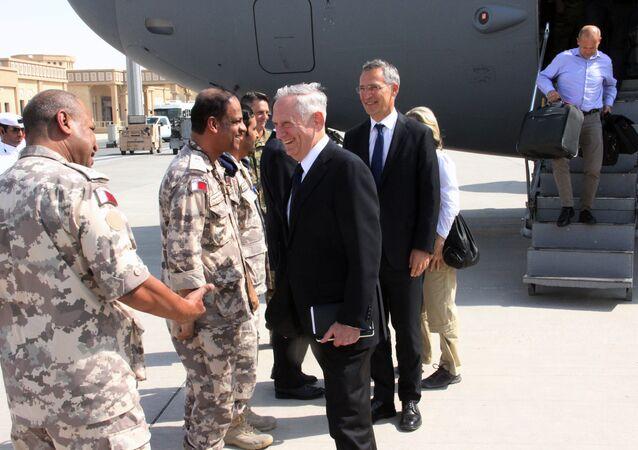 ABD Savunma Bakanı Jim Mattis ve NATO Genel Sekreteri Jens Stoltenberg Katar'da