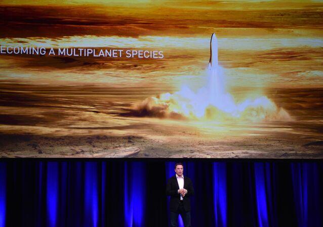 Elon Musk, gezegenler arası ulaşım sistemini tanıttı.