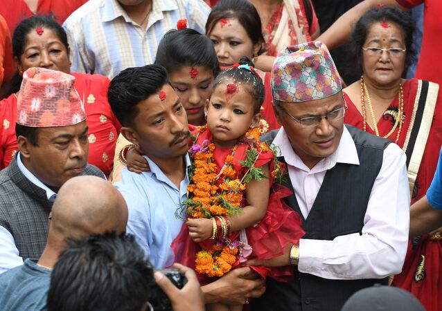 Nepal'de 3 yaşındaki kız 'yaşayan tanrıça' seçildi
