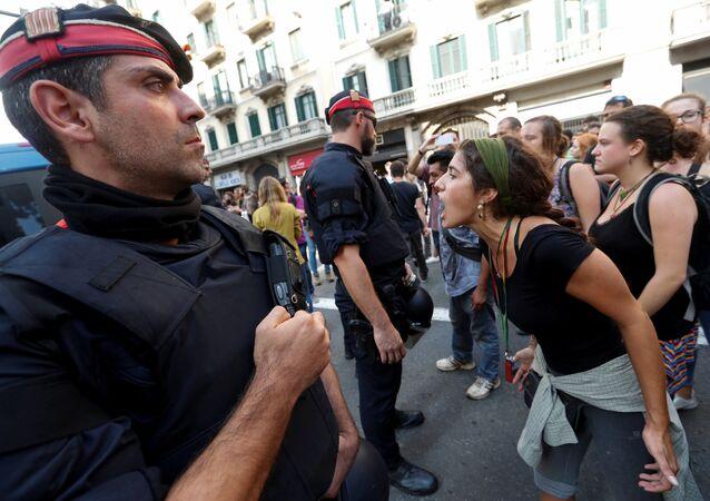 Katalonya- İspanya polisi