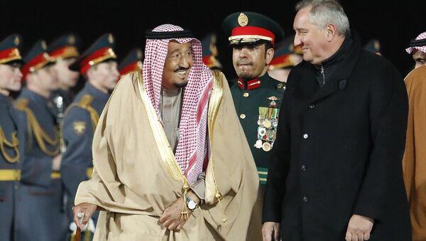 Suudi Arabistan Kralı Selman bin Abdülaziz, Rusya Dışişleri Bakan Yardımcısı Mihail Bogdanov ve Başbakan Yardımcısı Dmitriy Rogozin - Sputnik Türkiye