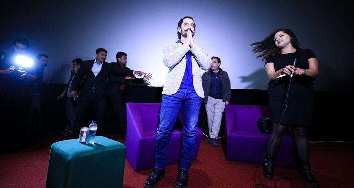 Bollywood'un ünlü oyuncusu Aamir Khan, Kanyon Alış Veriş Merkezi'ndeki Cinemaximum'daki bir salonda hayranlarıyla buluştu.