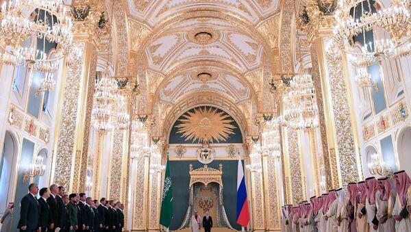 Rusya Devlet Başkanı Vladimir Putin- Suudi Arabistan Kralı Selman bin Abdülaziz - Sputnik Türkiye
