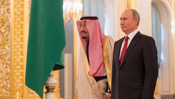 Rusya Devlet Başkanı Vladimir Putin ve Suudi Kral Selman - Sputnik Türkiye