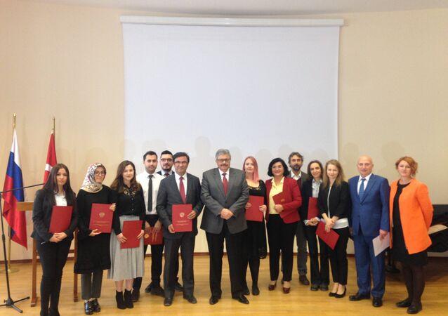 Rusya'nın Ankara Büyükelçisi Aleksey Yerhov, Dünya Öğretmenler Günü'nde Rusça öğretmenleriyle buluştu