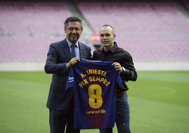 Barcelona tarihinde bir ilk: Iniesta ile 'ömürlük sözleşme' imzalandı