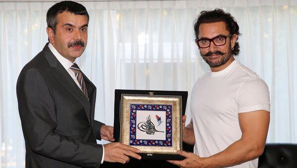 MEB Müsteşarı Yusuf Tekin ile Aamir Khan - Sputnik Türkiye