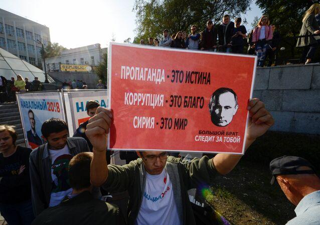 Putin'in doğumgününde Moskova'da izinsiz muhalif gösteriler düzenlendi.