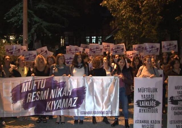 Kadınlardan 'Müftülük Yasası Geri Çekilsin' eylemi
