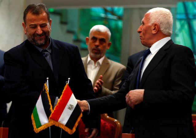 Hamas heyetinin başkanı Salih Aruri, Fetih hareketi lideri Azam Ahmed