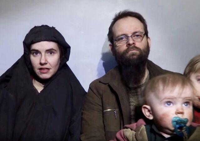 Taliban'ın elinden kurtarılan ABD'li Caitlan Coleman, Kanadalı kocası Joshua Boyle ve çocukları