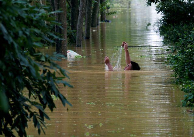 Vietnam'da fırtına ve şiddetli yağışların yol açtığı sel ve toprak kaymalarında hayatını kaybedenlerin sayısı 54'e çıktı