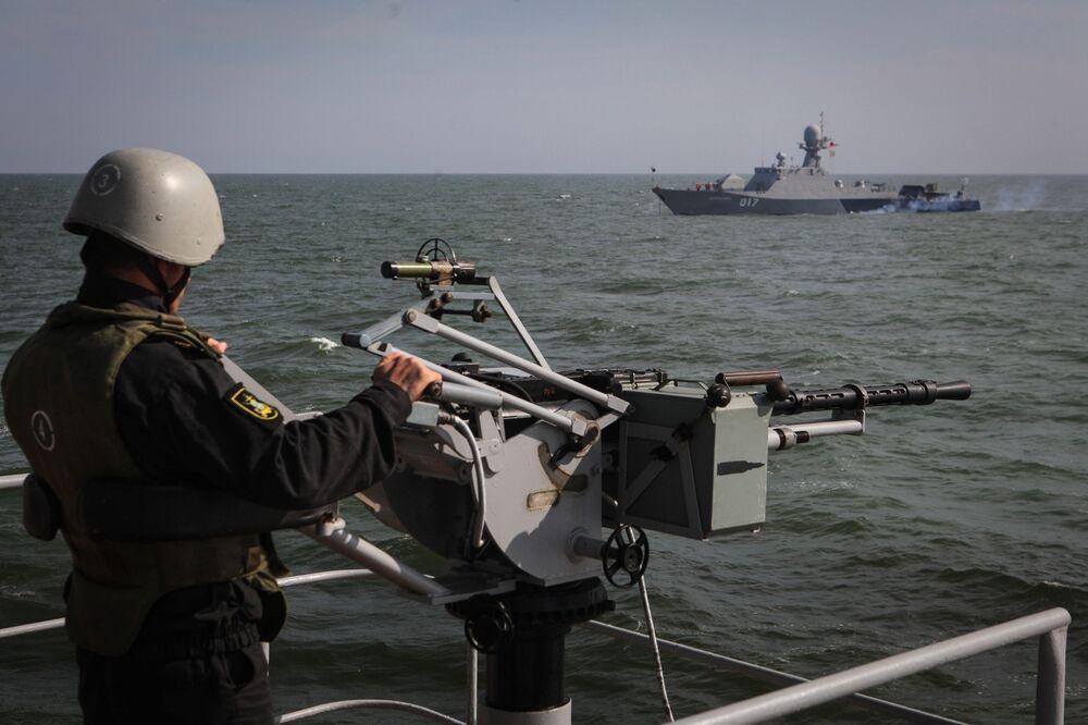 Rusya Donanması'nın Hazar Filosu'ndan 'Kalibr' füzeleri ile tatbikat -  Sputnik Türkiye