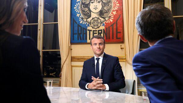 Fransa Cumhurbaşkanı Macron televizyon programında - Sputnik Türkiye