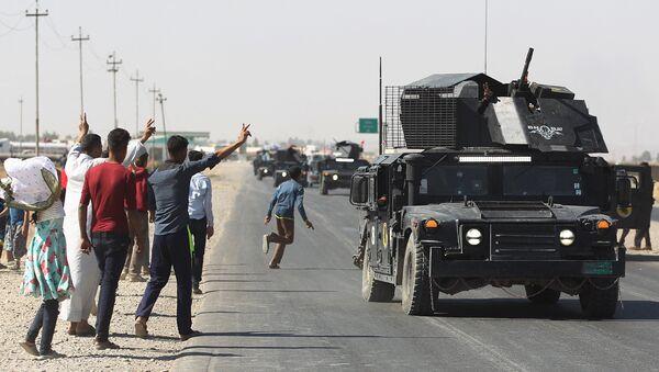 Irak Savunma Bakanlığı'na bağlı Savaş Medya Ağı'ndan yapılan yazılı açıklamada da Federal polis güçleri ve çevik kuvvet, Kerkük Hürriyet Havalimanı'nda kontrolü sağladı denildi. - Sputnik Türkiye