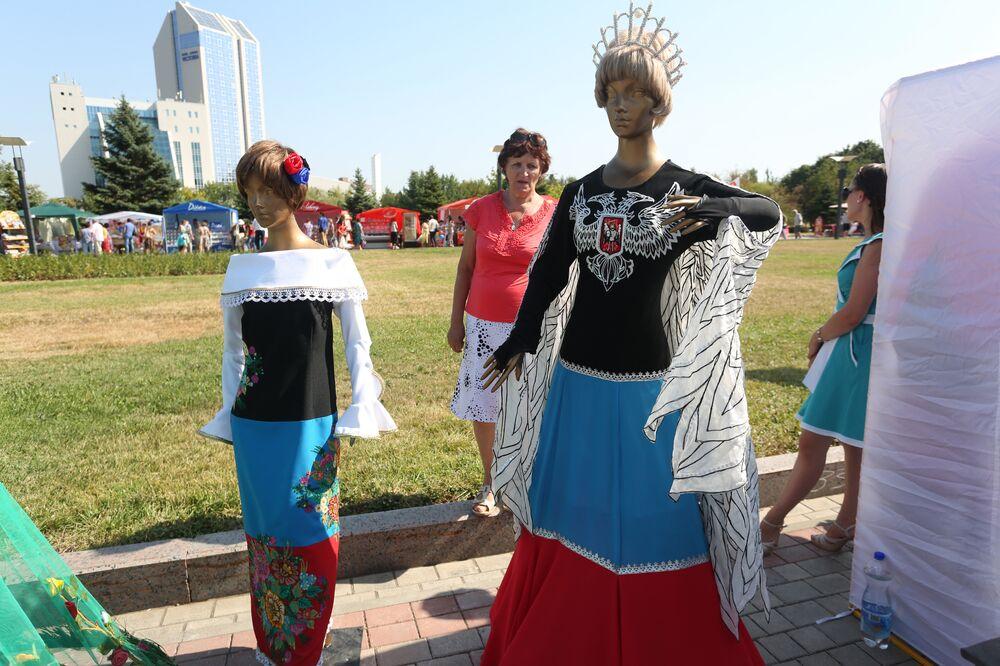 Ukrayna'nın doğusunda modayı askeri bir hava bürüdü