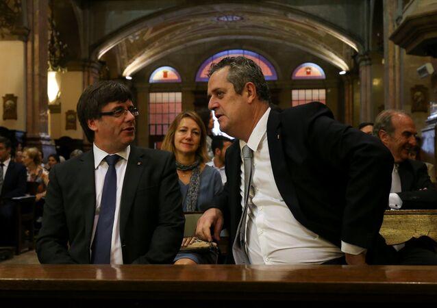 Katalonya Özerk Yönetimi Başkanı Carles Puigdemont, Katalonya İçişleri Bakanı Joaquim Forn