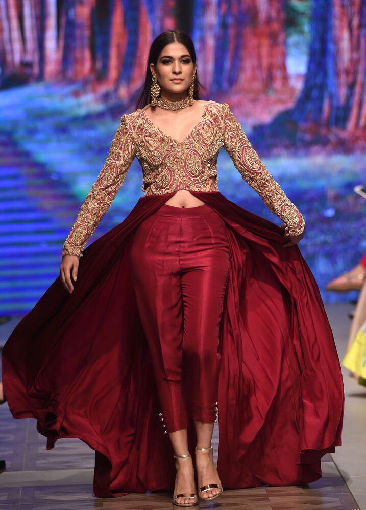 Pakistan'da düğün modası rüzgarı