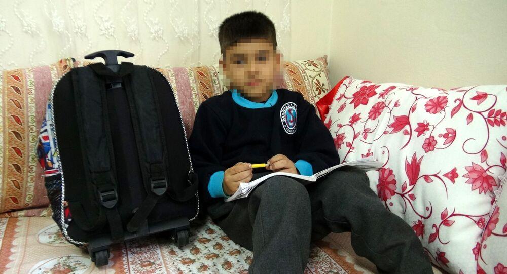Adana'da öğretmeninin 'D' harfini yazamadığı için dövdüğü 1. sınıf öğrencisi