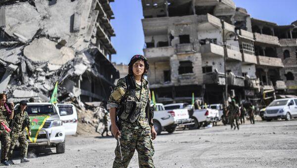 IŞİD'den geri alınan Rakka'da DSG'li kadın savaşçılar - Sputnik Türkiye