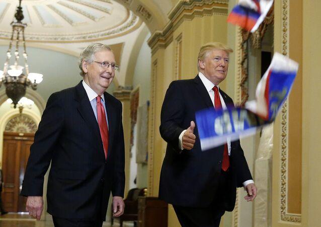 ABD Başkanı Donald Trump'a Rusya bayrakları ile protesto