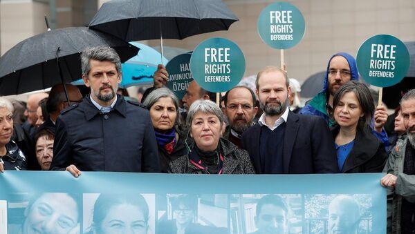 Büyükada'da gözaltına alınıp tutuklanan insan hakları savunucularının duruşması - Sputnik Türkiye