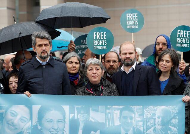 Büyükada'da gözaltına alınıp tutuklanan insan hakları savunucularının duruşması