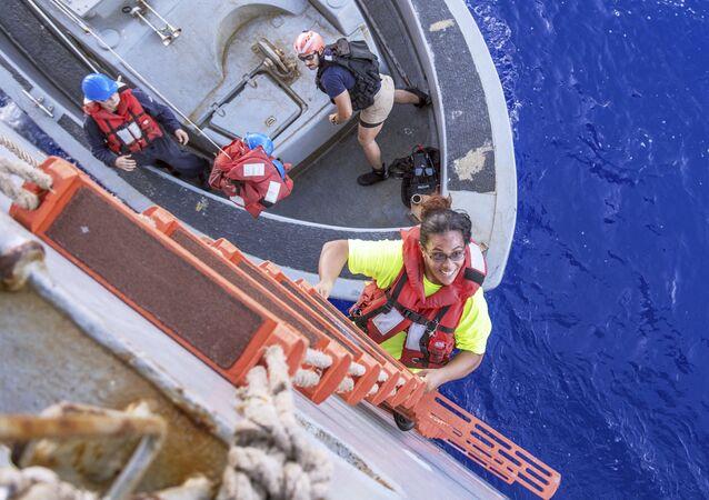 Okyanusta - kaybolan - denizciler - iki köpek