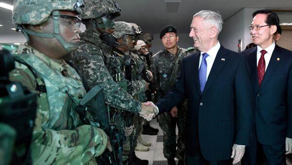 ABD Savunma Bakanı James Mattis ve Güney Koreli mevkidaşı Song-Young moo - Sputnik Türkiye