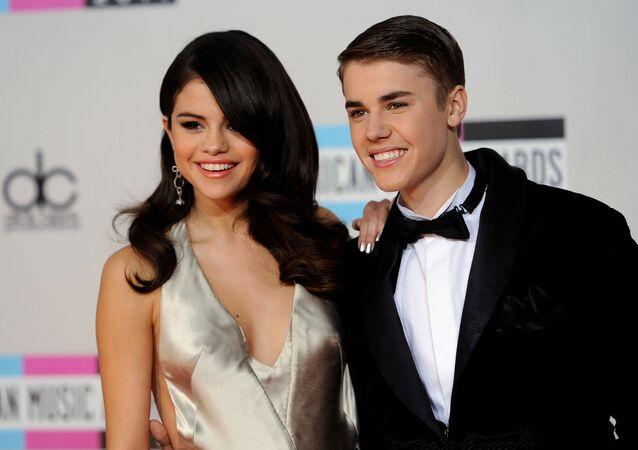 ABD'li şarkıcı Selena Gomez ve Kanadalı şarkıcı Justin Bieber