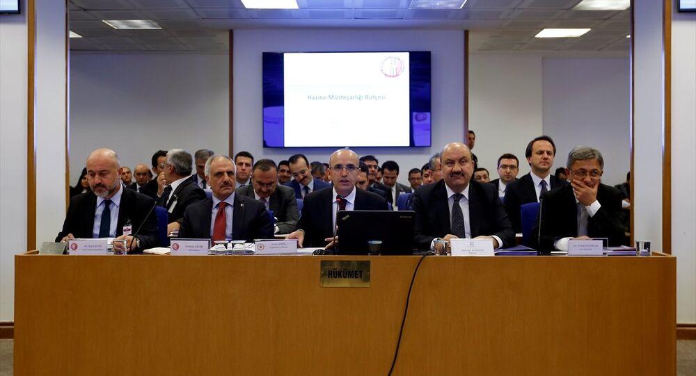 TBMM Plan ve Bütçe Komisyonunda, Başbakan Yardımcısı Mehmet Şimşek'e (ortada) bağlı kamu kurumlarının bütçelerinin görüşülmesine başlandı. Komisyonda (soldan sağa) Hazine Müsteşar Yardımcısı Dr. Raci Kaya, Hazine Müsteşarı Osman Çelik, Bankacılık Düzenleme ve Denetleme Kurulu (BDDK) Başkanı Mehmet Ali Akben, Sermaye Piyasası Kurulu (SPK) Başkanı Dr. Vahdettin Ertaş yer aldı.
