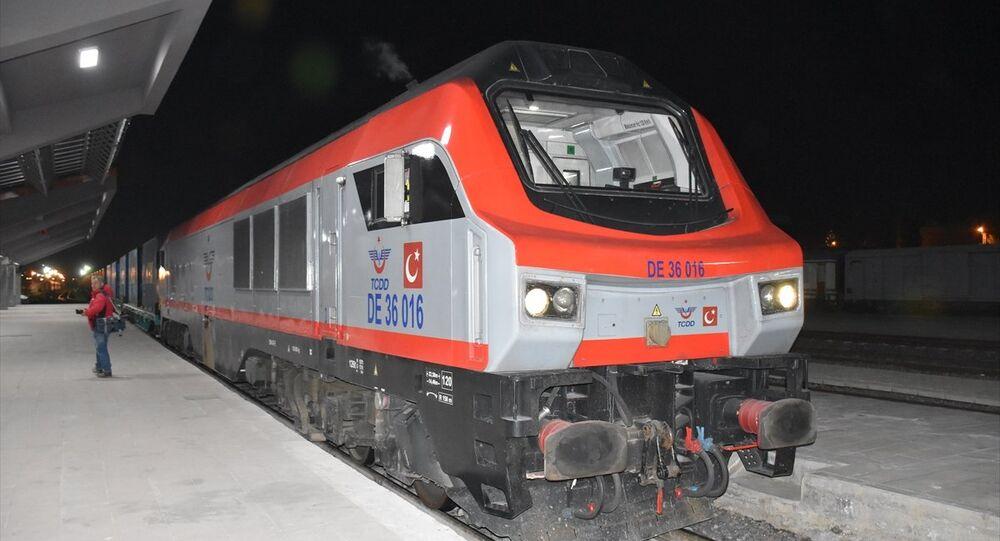 Demir İpek Yolu'nun ilk treni Kars'ta