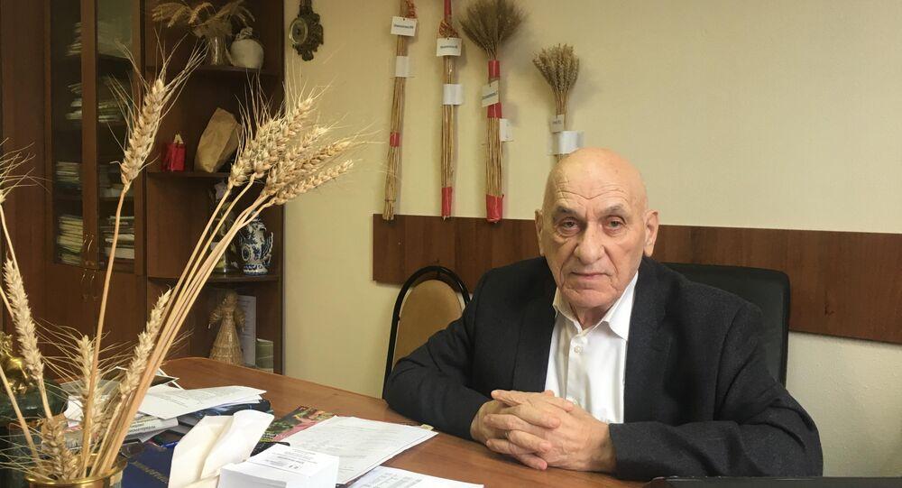 Moskova Nemçinovka Ziraat Bilim ve Araştırma Enstitüsü'nden Rus ziraat bilimcisi Bagrat Sanduhadze