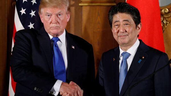ABD Başkanı Donald Trump- Japonya Başbakanı Şinzo Abe - Sputnik Türkiye