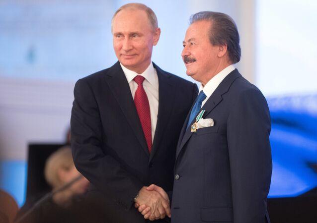 Rusya Devlet Başkanı Vladimir Putin ve Cavit Çağlar