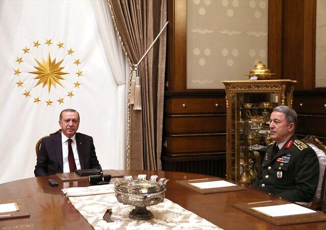 Cumhurbaşkanı Recep Tayyip Erdoğan, Cumhurbaşkanlığı Külliyesi'nde Genelkurmay Başkanı Hulusi Akar'ı kabul etti