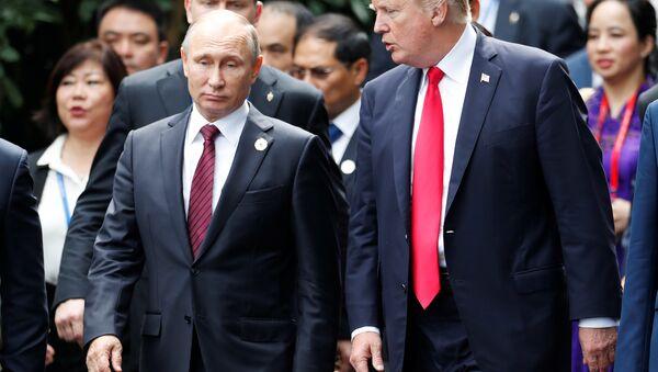 Rusya Devlet Başkanı Vladimir Putin ve ABD Başkanı Donald Trump - Sputnik Türkiye