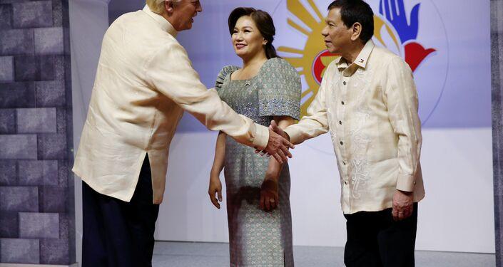 Bu arada iki lider, Filipinler'in başkenti Manila'da bugün başlayacak Güneydoğu Asya Ulusları Birliği (ASEAN) Zirvesi kapsamında da bir araya geldi.