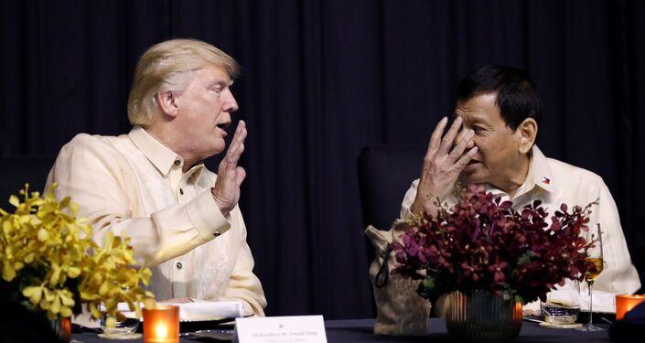 Duterte- Eski ABD Başkanı Baracak Obama gerilimi ile dolaylı olarak gerilen Washington-Manila hattında ilk kez bu düzeyde bir temas gerçekleştirilmiş oldu. Duterte de bir önceki ASEAN zirvesinde, Obama hakkında küfürlü ifadeler kullanmıştı.