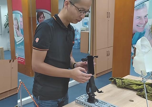 Vietnamlı Bkav araştırma kuruluşu, iPhone X'in yüz tanıma kilidini açmayı başarabilen bir maske geliştirildi.