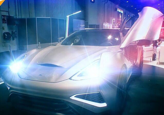 Dünyanın ilk titanyum aracı Dubai'de tanıtıldı