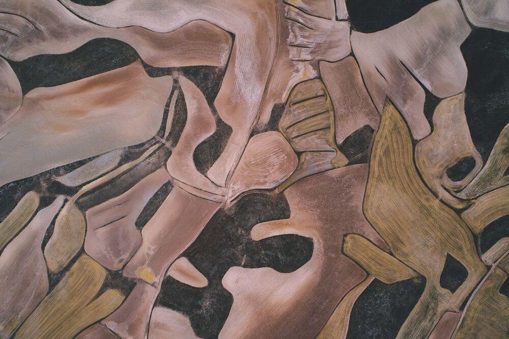 İHA'dan çekilen 'soyut sanat'