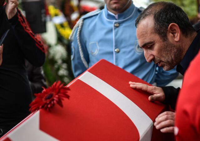En büyük rakibi Yunan halterci Leonidis, Süleymanoğlu'nun cenazesinde